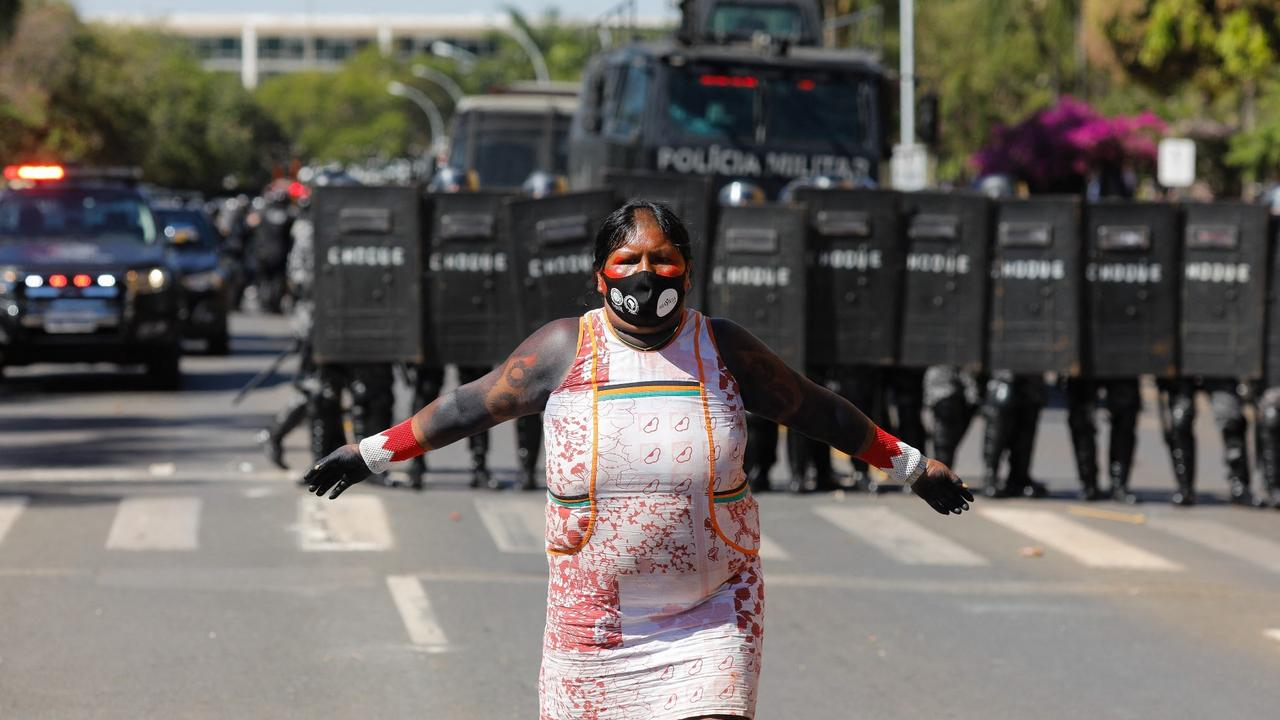 Brazil land rights bill: Indigenous protests suspend Congress