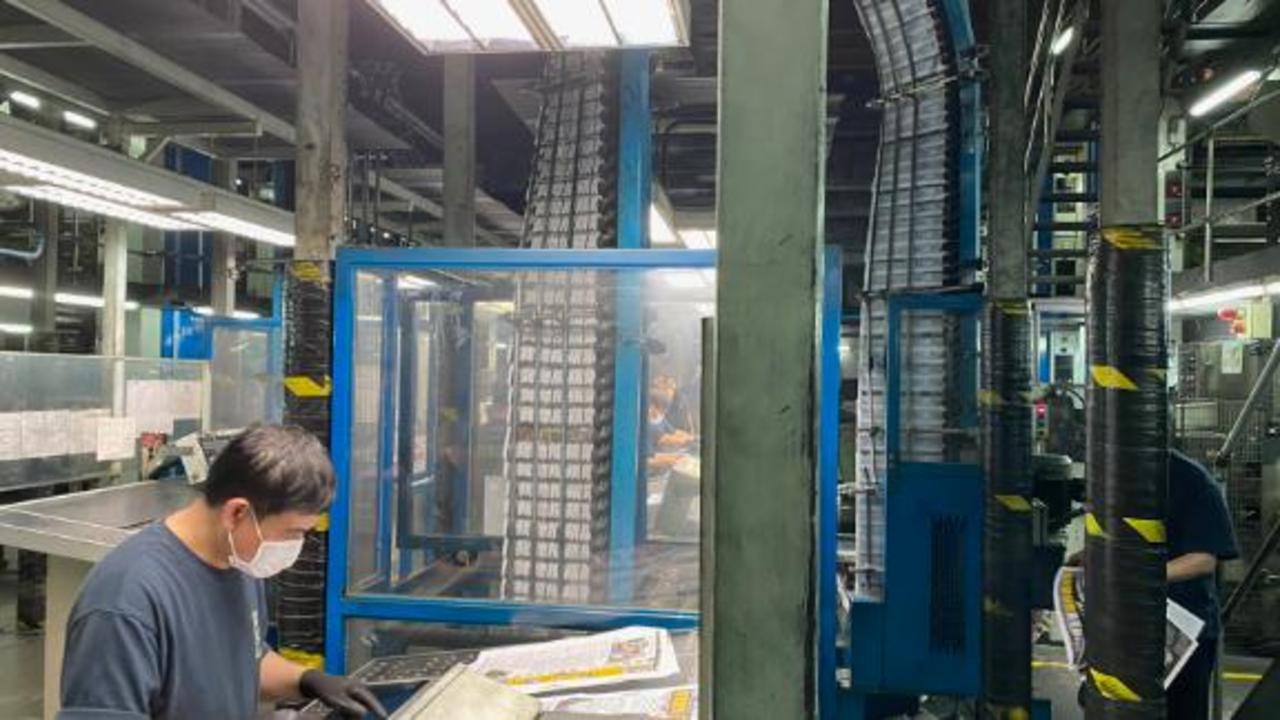 Inside Hong Kong's biggest newspaper after news broke of its closing