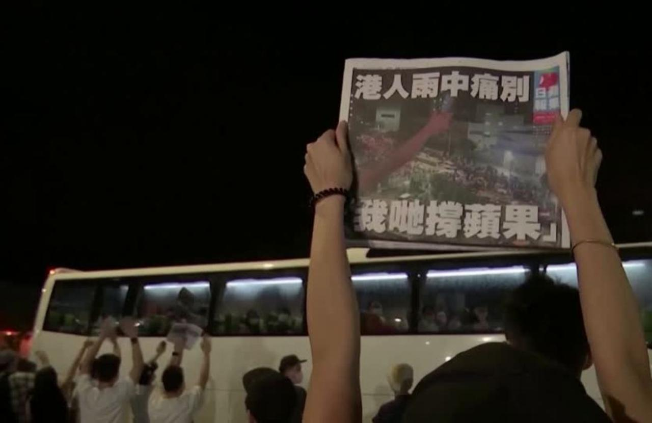 Hong Kongers flock to buy last edition of Apple Daily