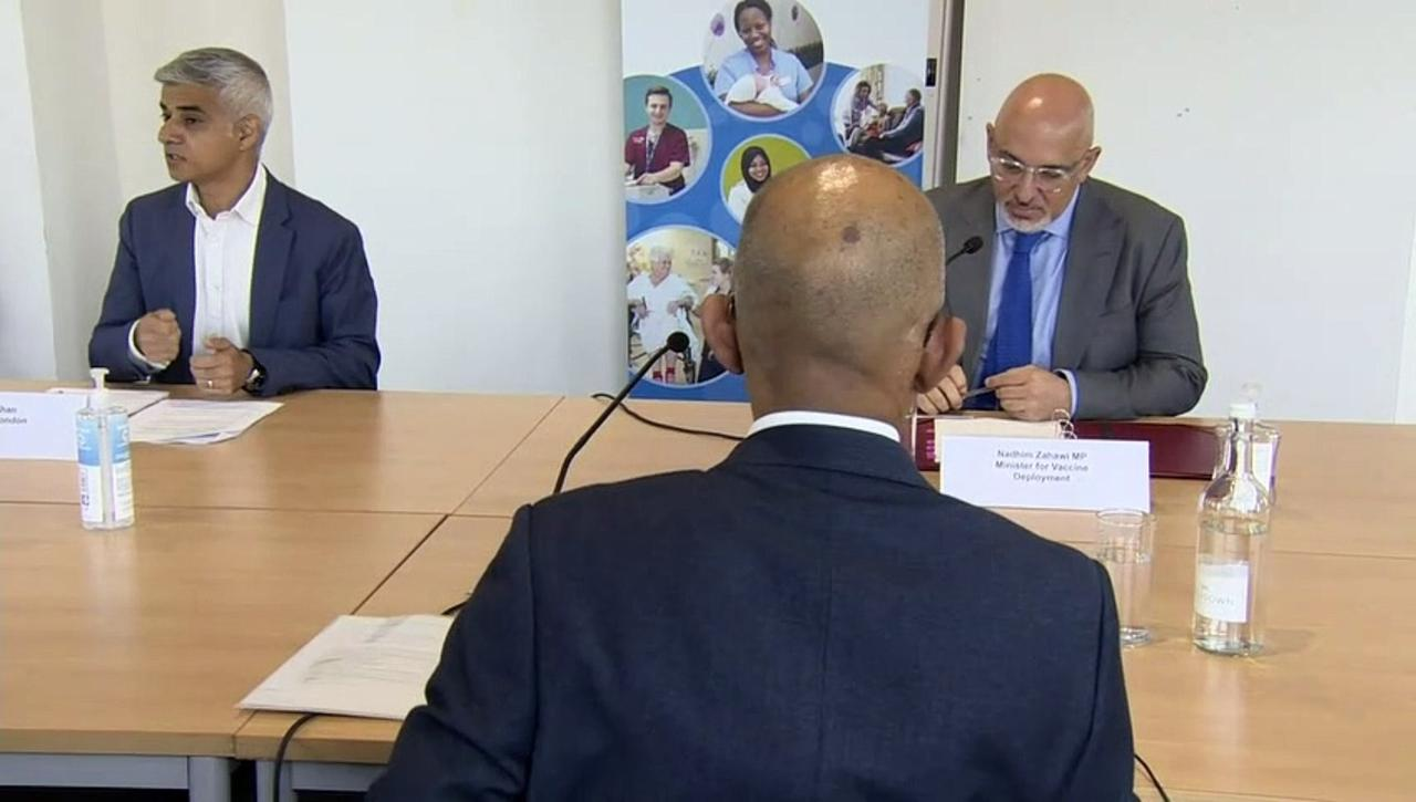 Zahawi and Khan discuss vaccines in London