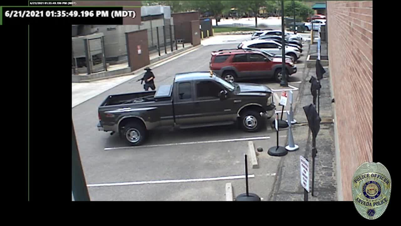 WARNING: Video shows Olde Town Arvada shooting suspect fire weapon at police