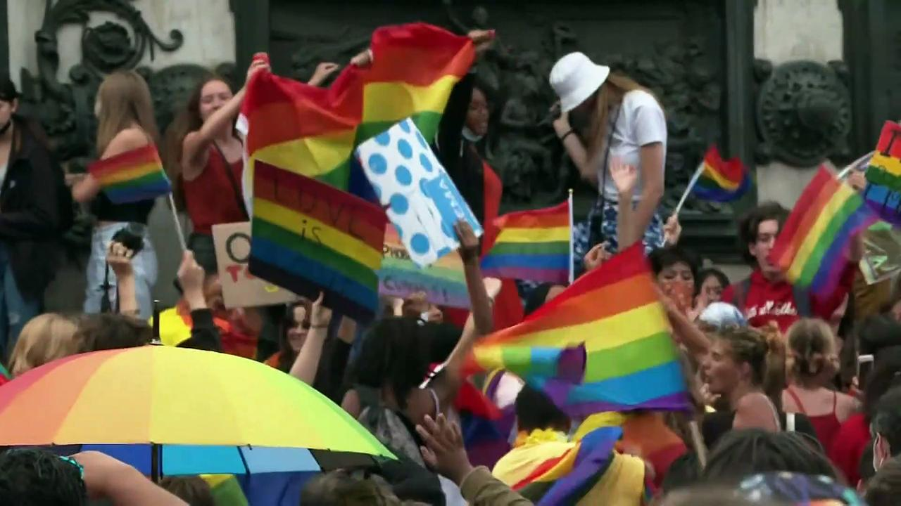 Pride parades marred by clashes and arrests in Turkey
