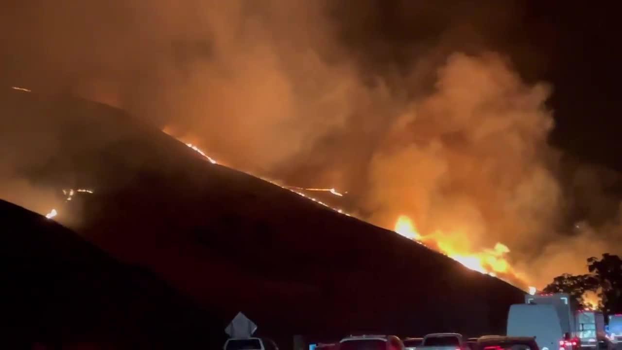 Wildfire burns 1,200 acres near freeway in California
