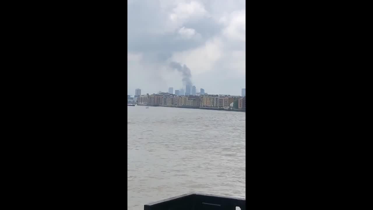 Smoke from Elephant and Castle fire seen from across the Thames