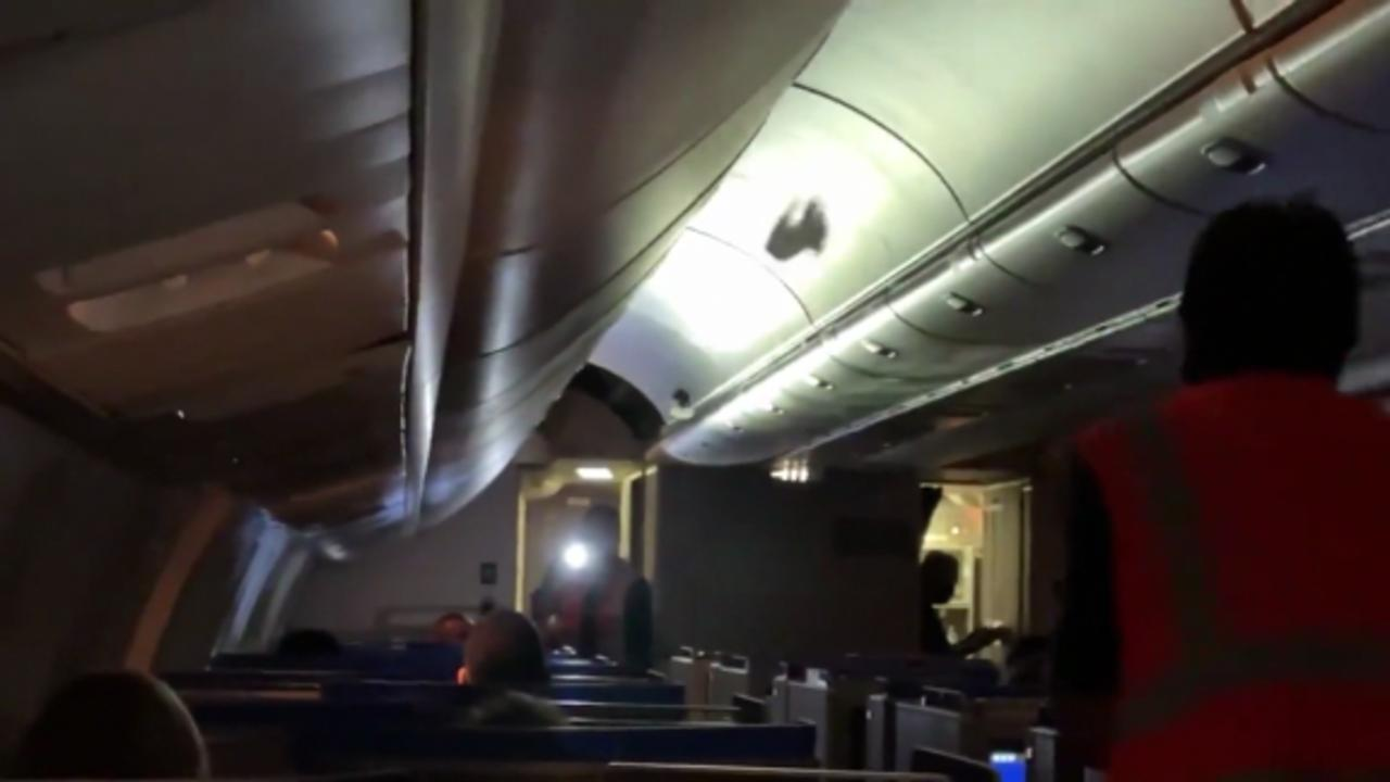 Birds get loose inside plane cabin, delay departure