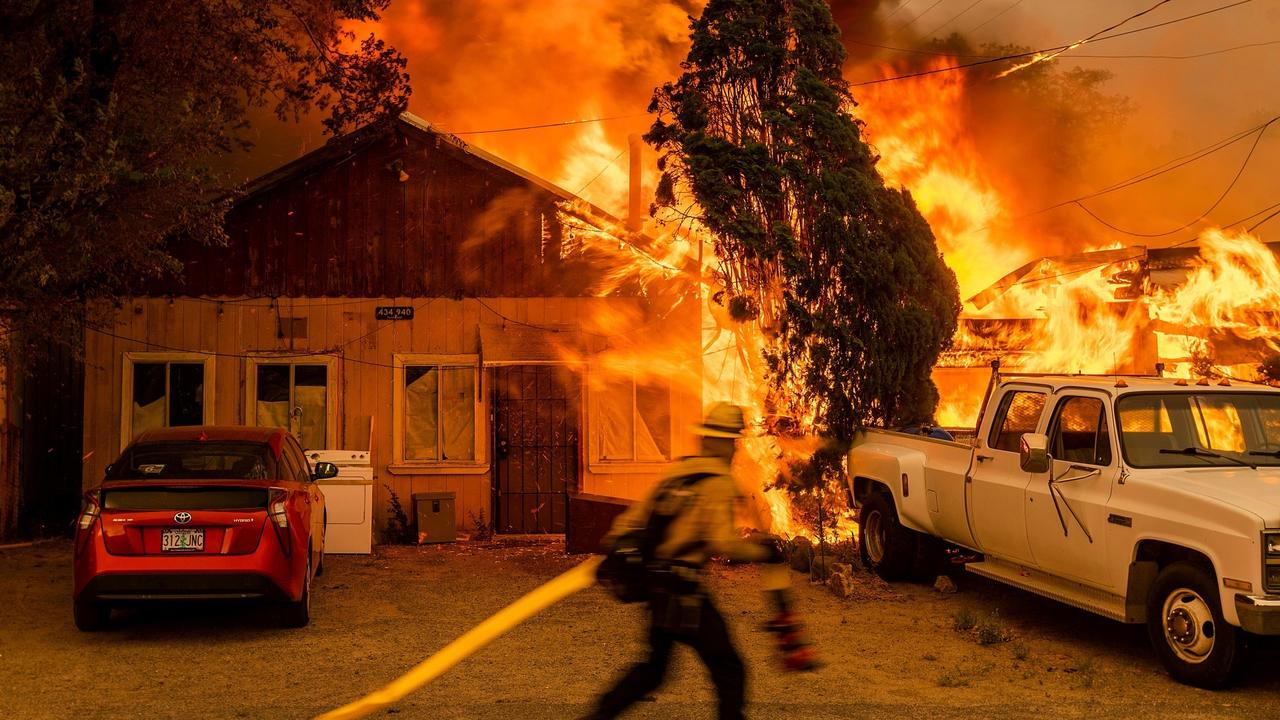 Wildfires rage in California and Oregon amid scorching heatwave