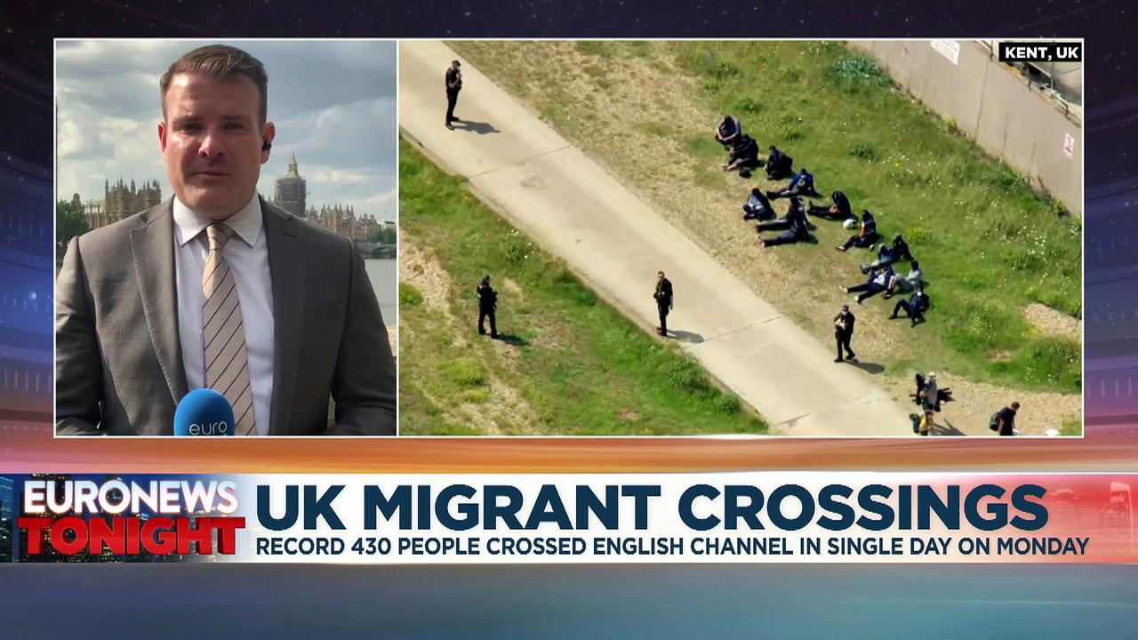 Record 430 migrants cross English Channel in a single day