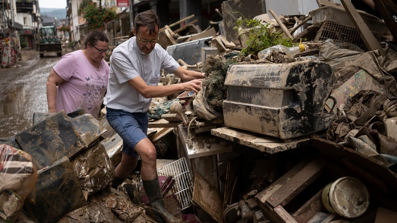 Germany floods: Historic town buried in mud