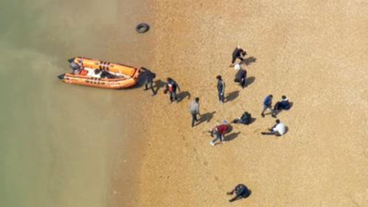 Skycopter witnesses migrants arriving in Kent