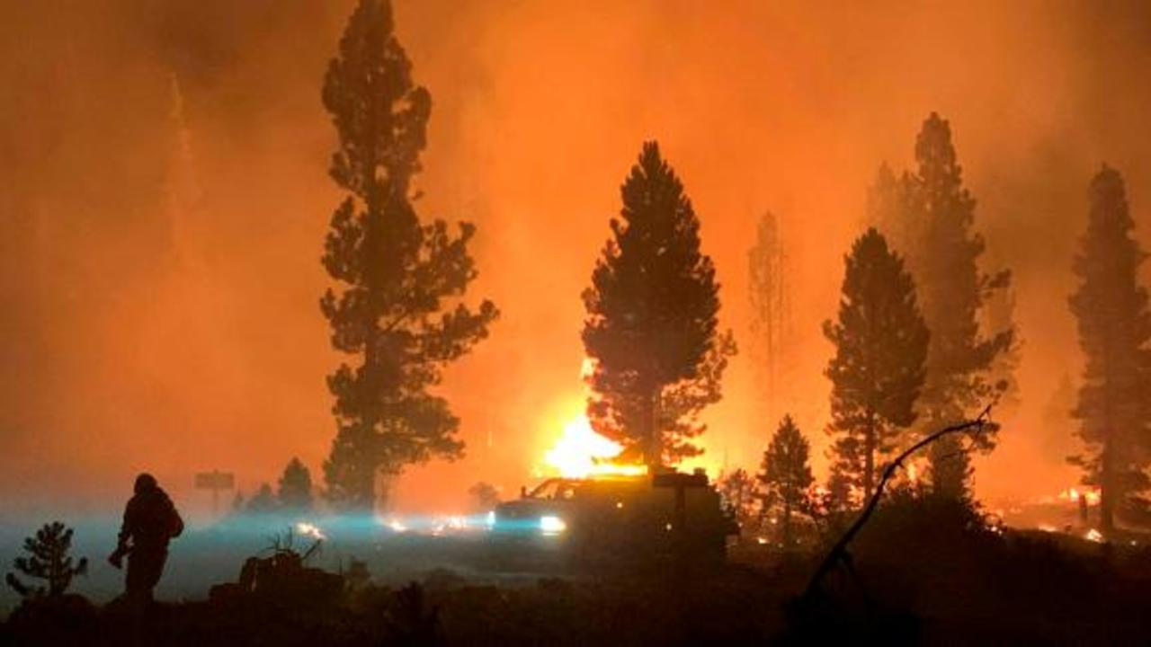 Huge and intense Oregon wildfire creating its own weather