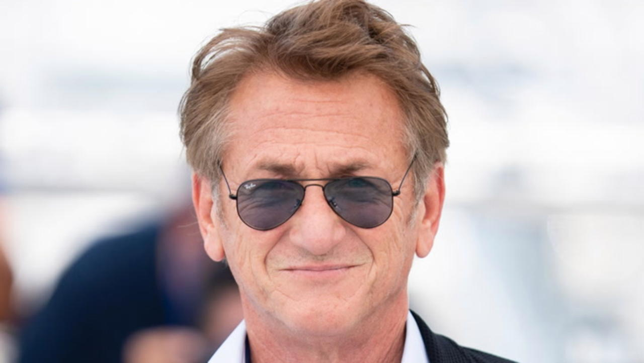 Sean Penn Refuses to Return to 'Gaslit' Watergate Series Until Cast and Crew Are Vaccinated | THR News
