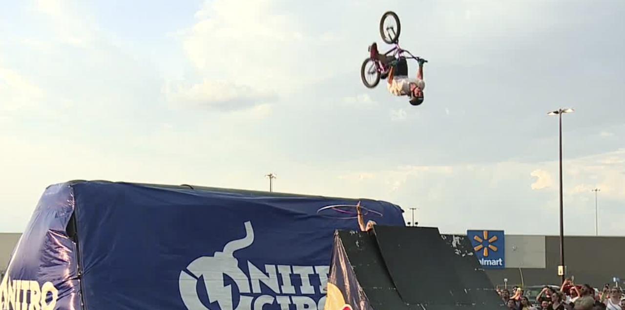 A Cirque du Soleil performer and boyfriend perform stunts