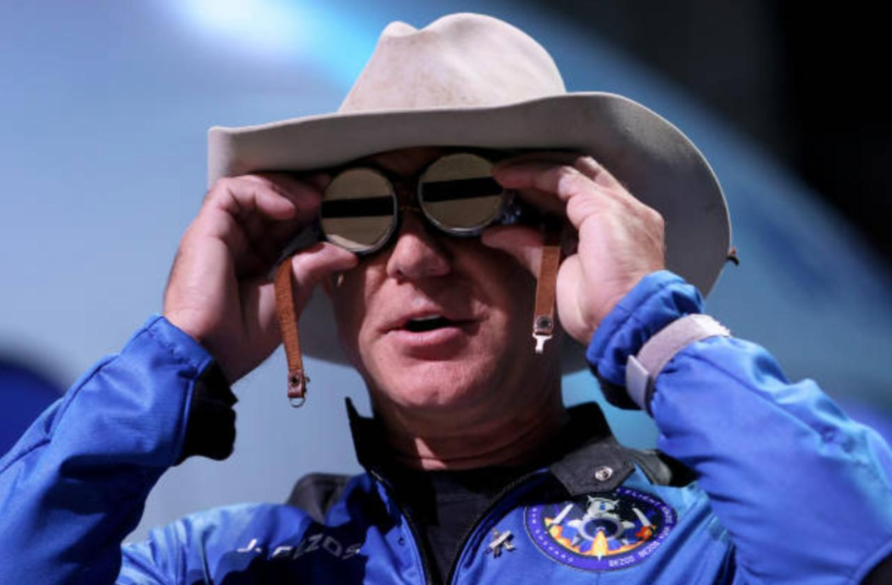 Jeff Bezos Offers NASA $2 Billion for Lunar Lander Contract