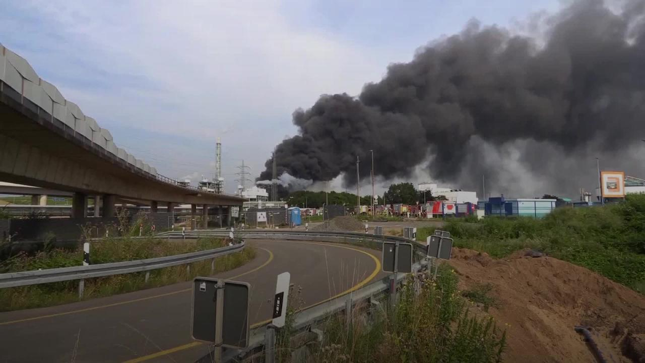 One dead and four missing after explosion at German industrial park