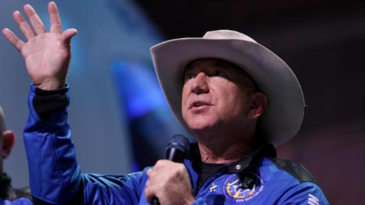 Jeff Bezos reignites battle for NASA moon contract
