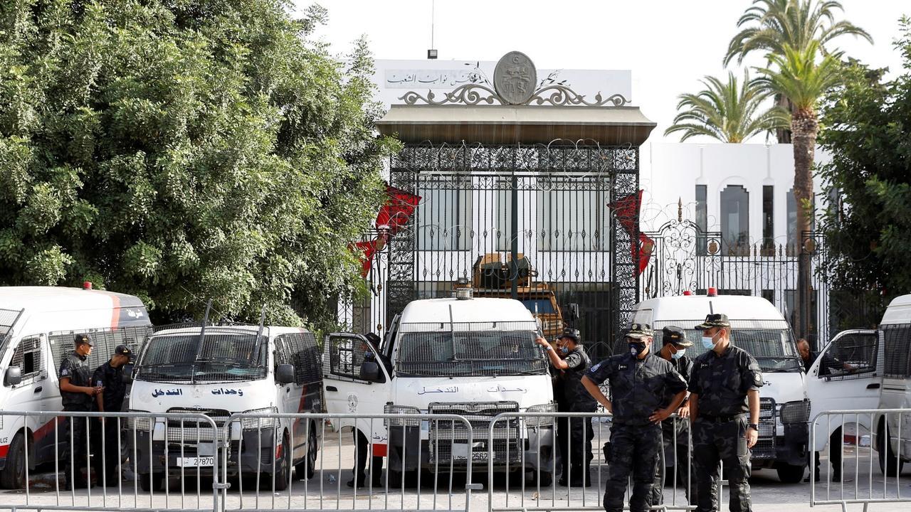 Ennahda calls for dialogue to resolve Tunisia's political crisis