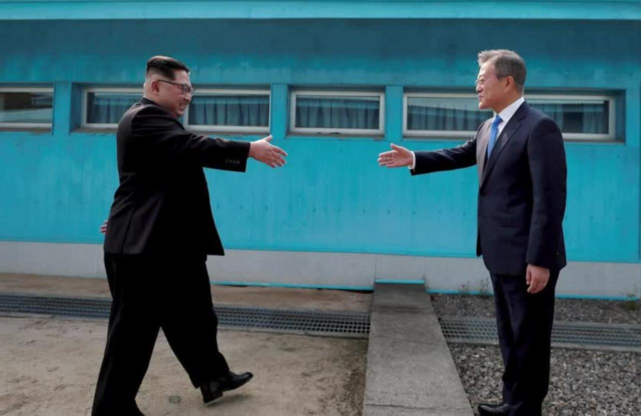 North, South Korea in talks over summit - sources