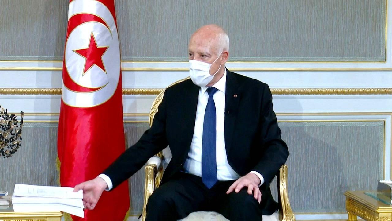 Tunisian president accuses politicians of corruption, embezzlement