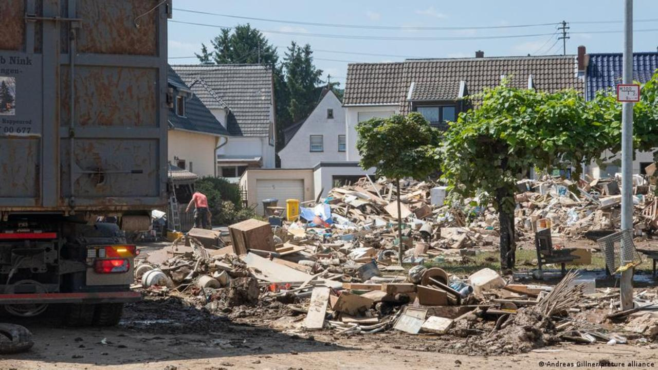 Former refugees are helping flood victims