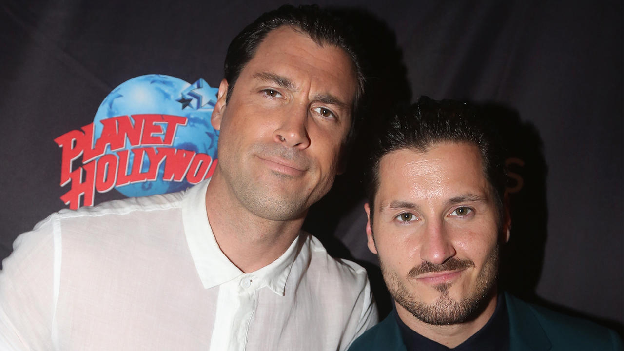 PEOPLE in 10: The News That Defined the Week PLUS Maks & Val Chmerkovskiy Join Us