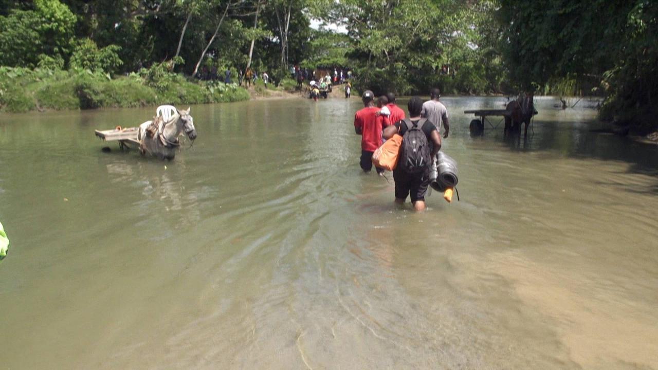 Colombia: US-bound migrants begin dangerous journey through border jungle