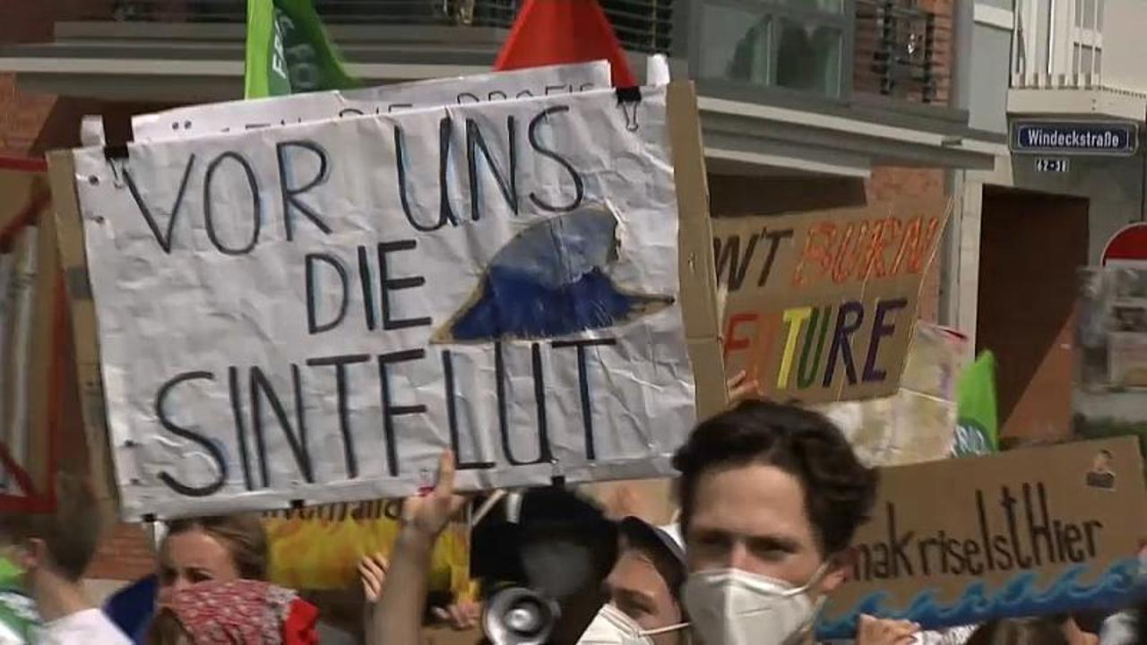 Climate change protest in Frankfurt targets financial sector