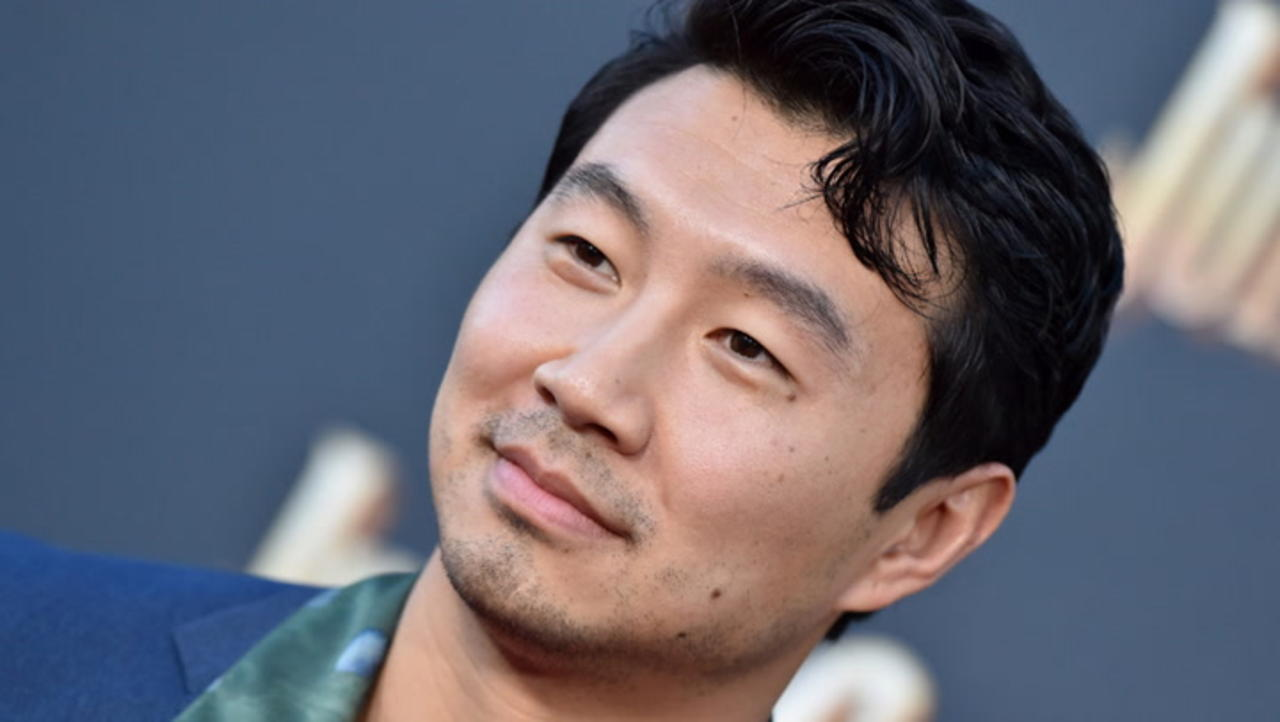 """'Shang-Chi' Actor Simu Liu Calls Out Disney CEO Over """"Experiment"""" Comment   THR News"""