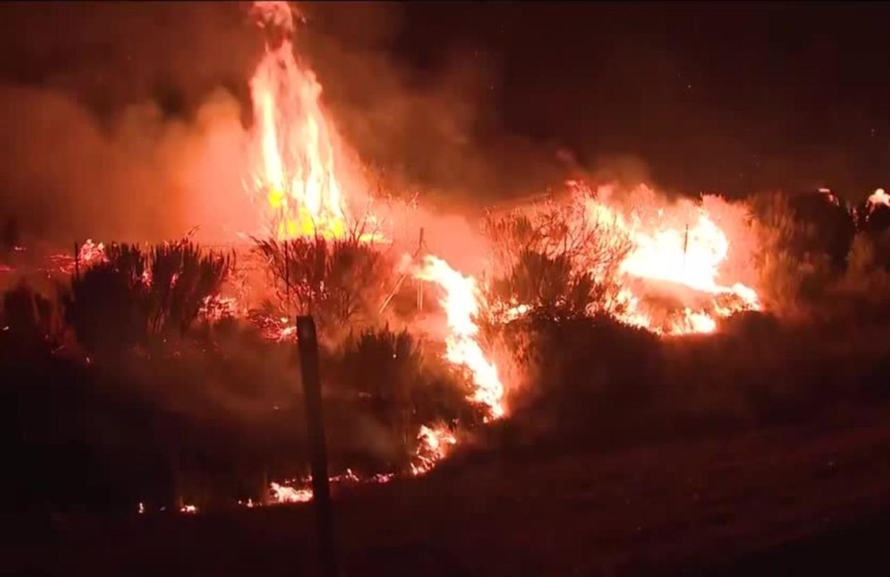 Wind, dry conditions stoke growing CA wildfires
