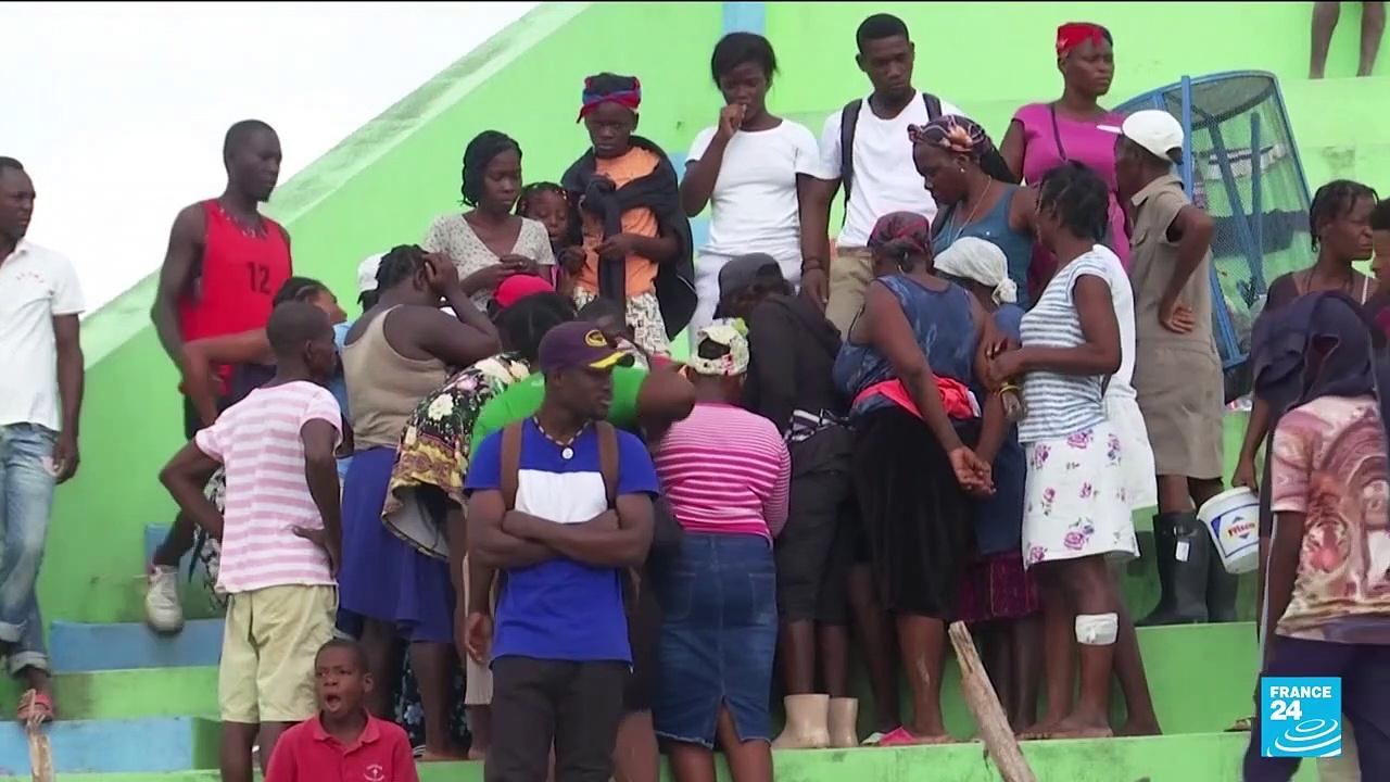 Haiti earthquake: impatience grows over lack of aid as death toll nears 2,200