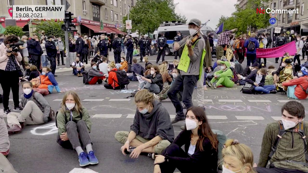 Environmentalists protest against German government's climate policies