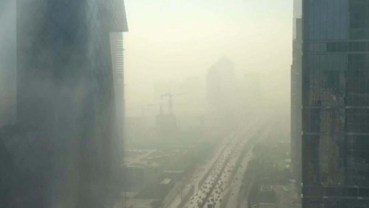 Timelapse: Smog envelops Beijing in minutes (2017)