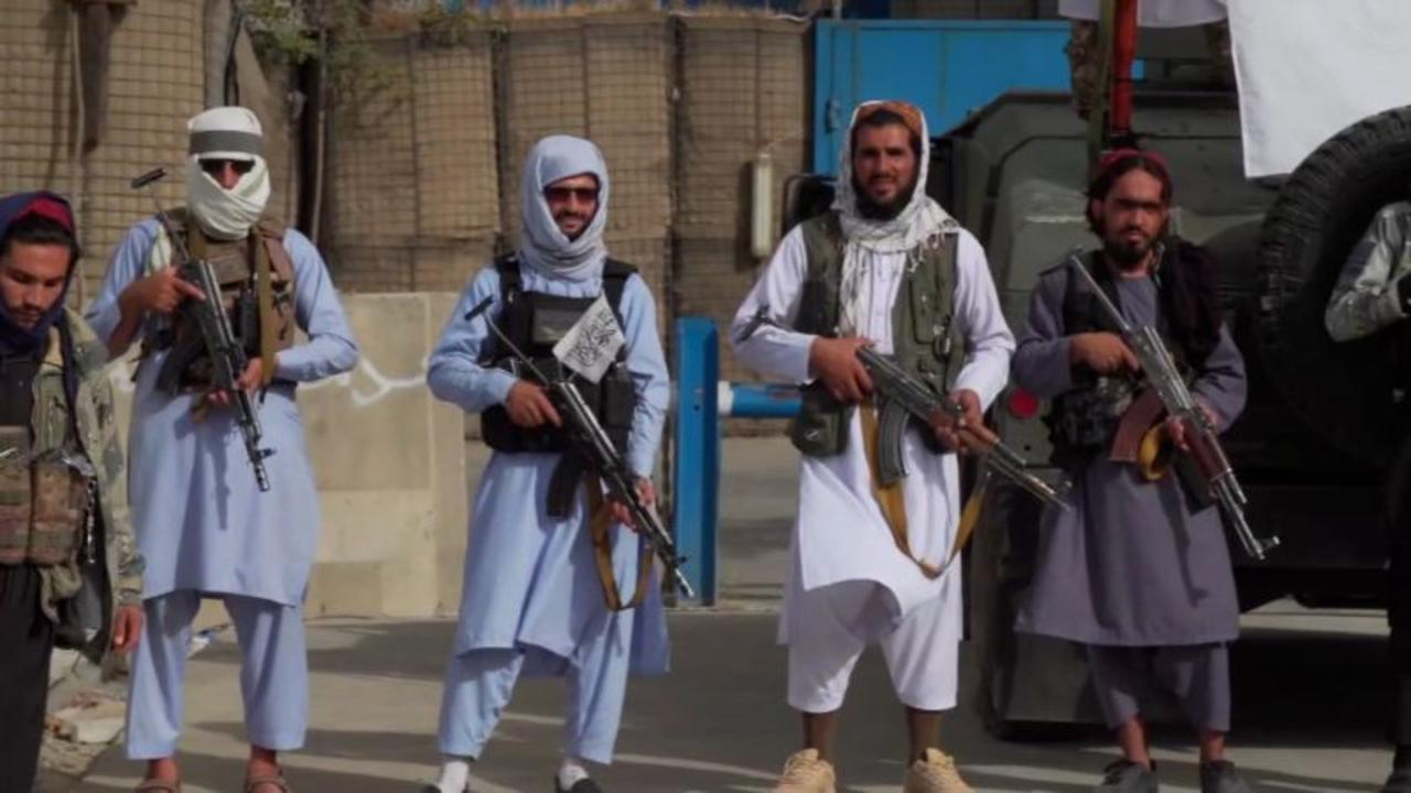 US intelligence warns of 'very specific threat' near Kabul airport. See what it's like on the ground