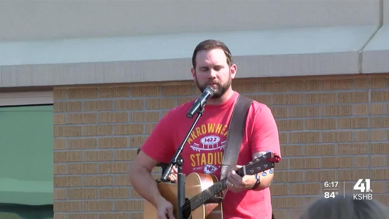 Country music singer Blane Howard stops by Pleasant Ridge Elementary