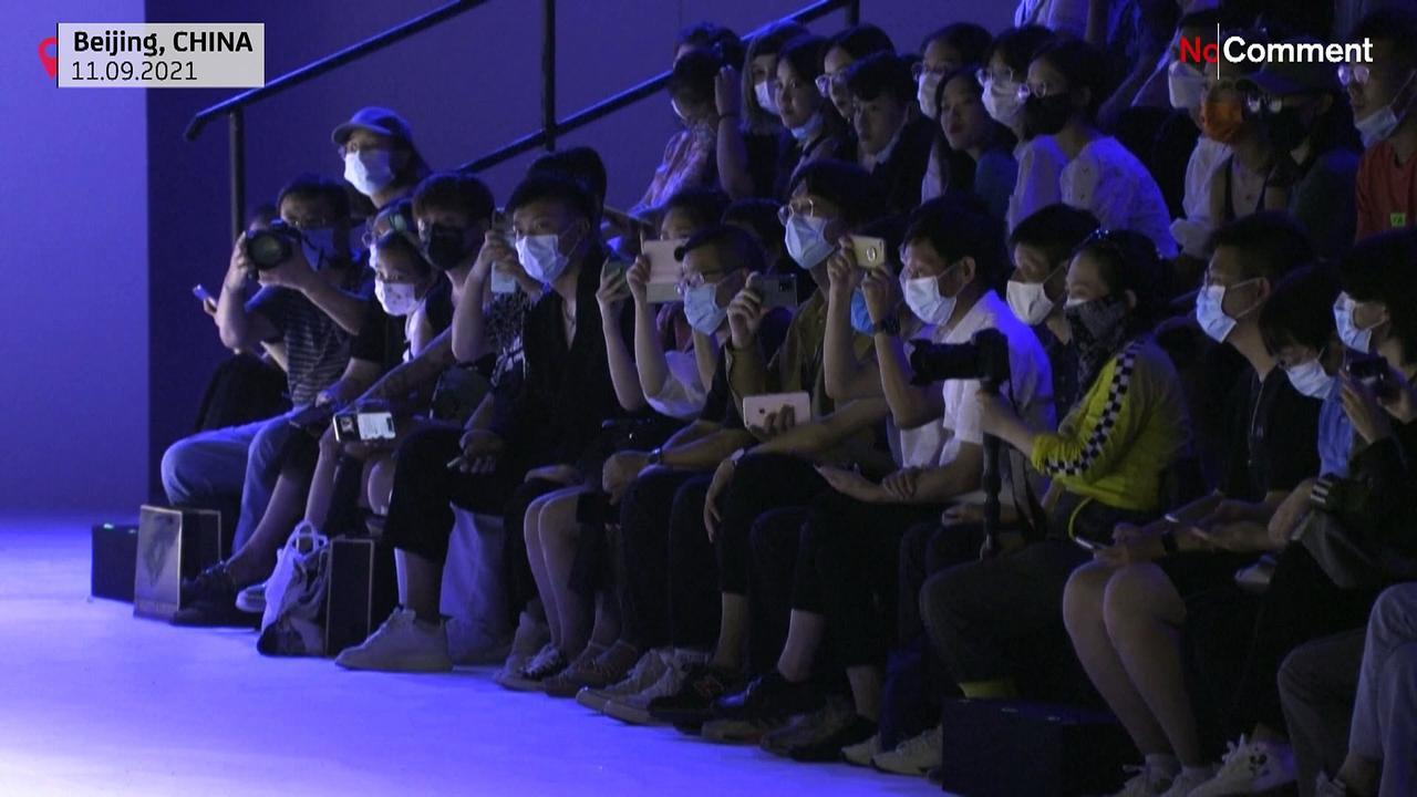 'Health worker' themed runway show at China Fashion Week