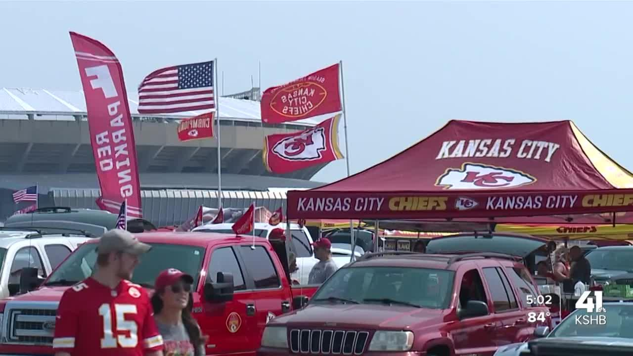 Thousands of fans return to GEHA Field at Arrowhead Stadium in full capacity for season's home opener
