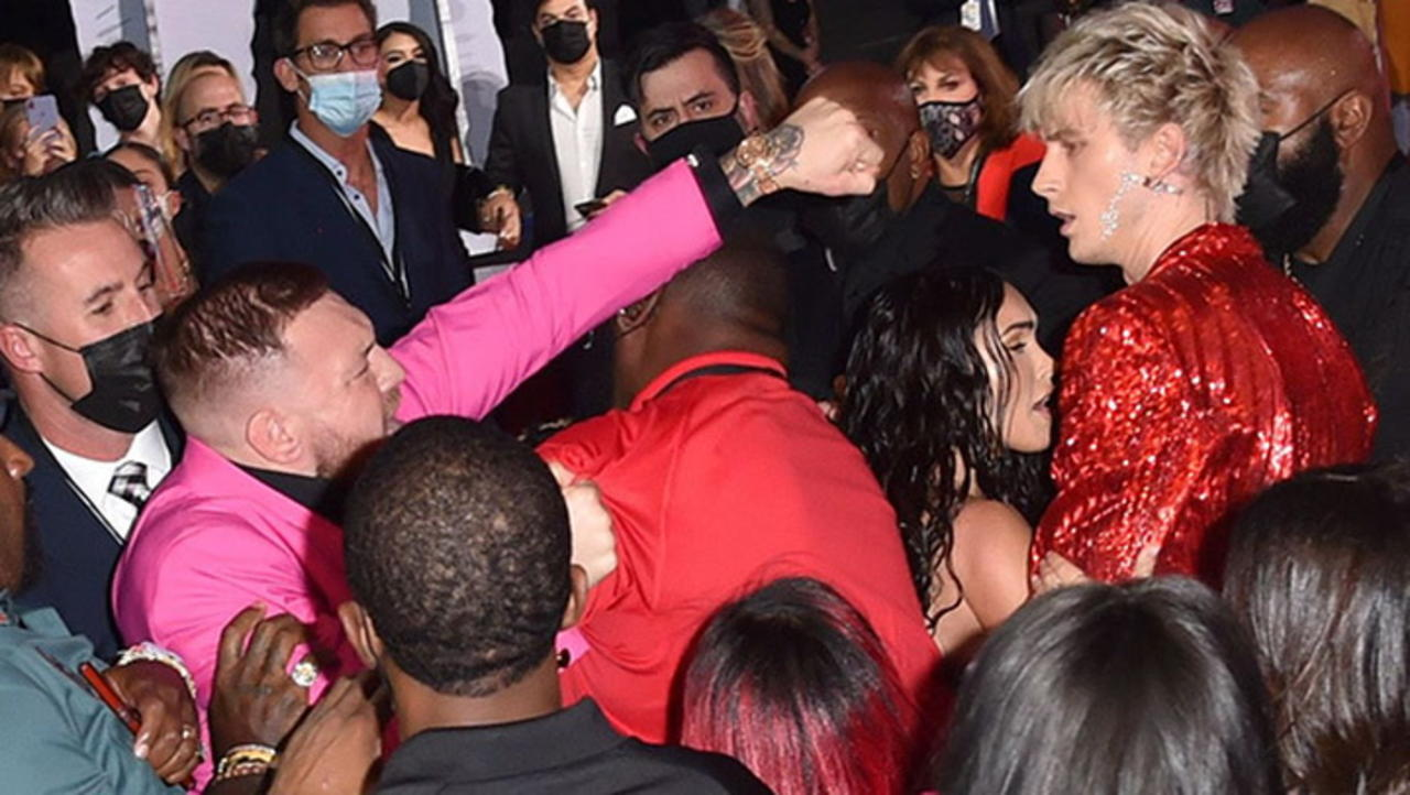 Mgk Dodges Punch Thrown By Conor Mcgregor At Vmas