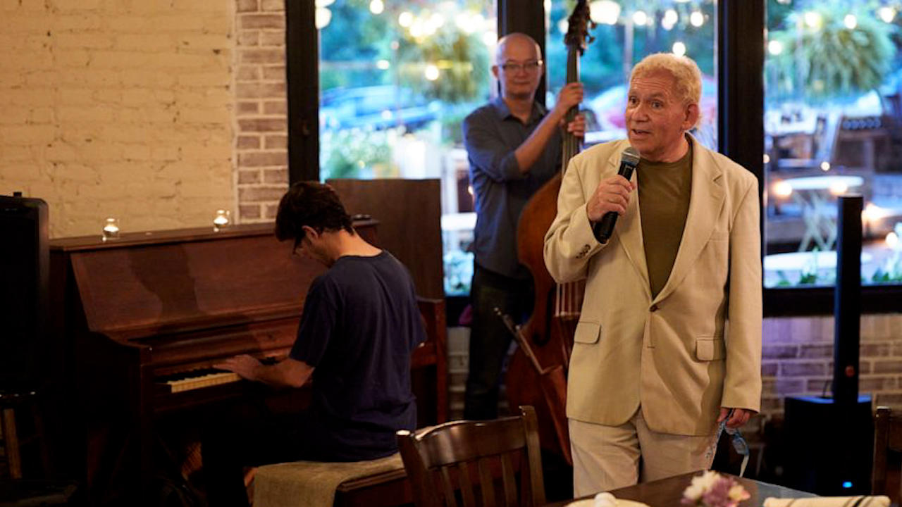 Trio Of Doctors Save Jazz Singer After He Collapses Onstage