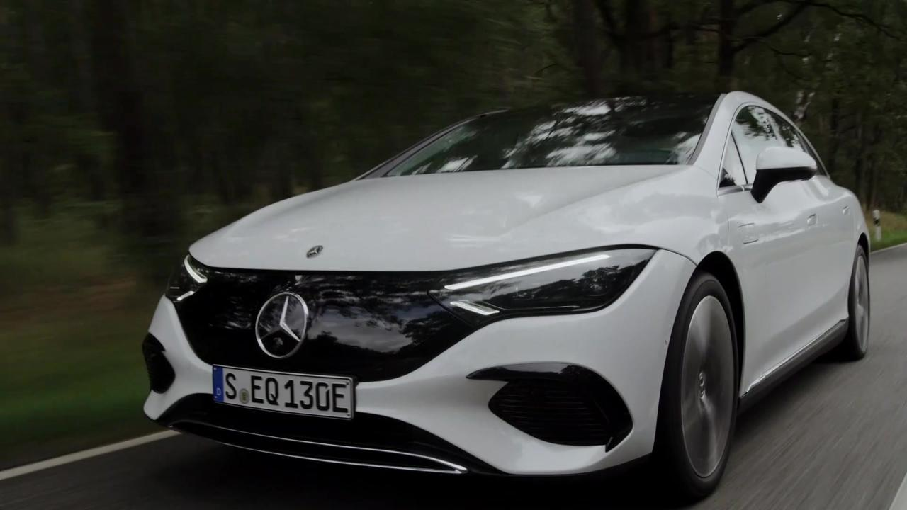 The new Mercedes-Benz EQE 350 Driving Video