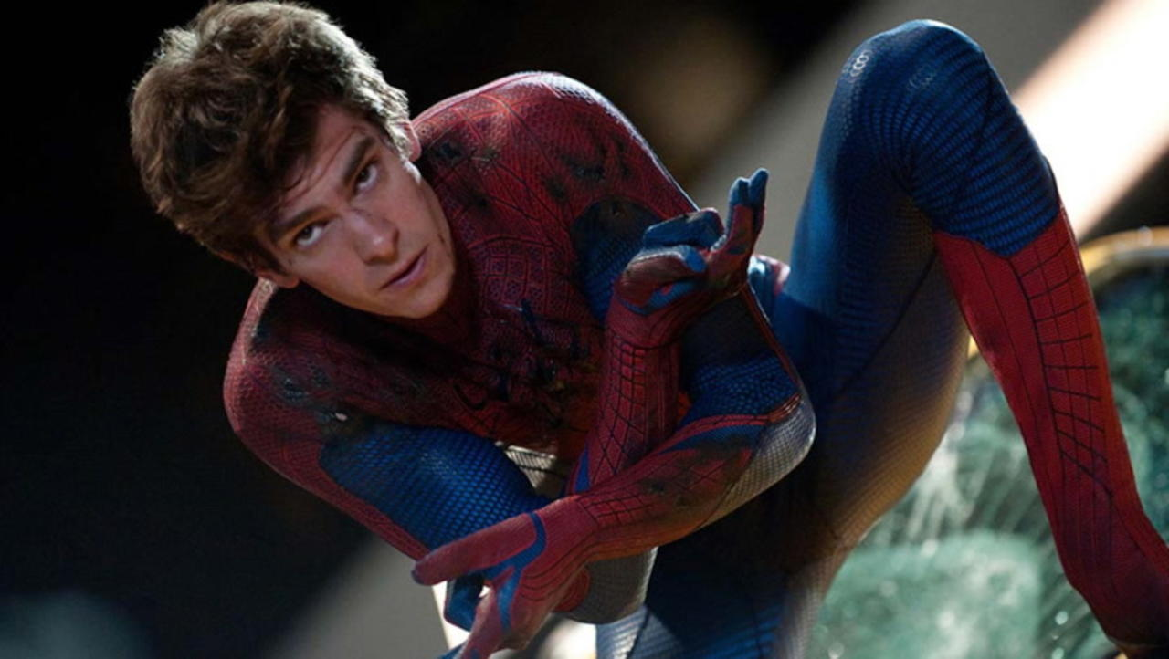 Andrew Garfield Denies 'Spider-Man: No Way Home' Leaked Image on 'The Tonight Show' | THR News