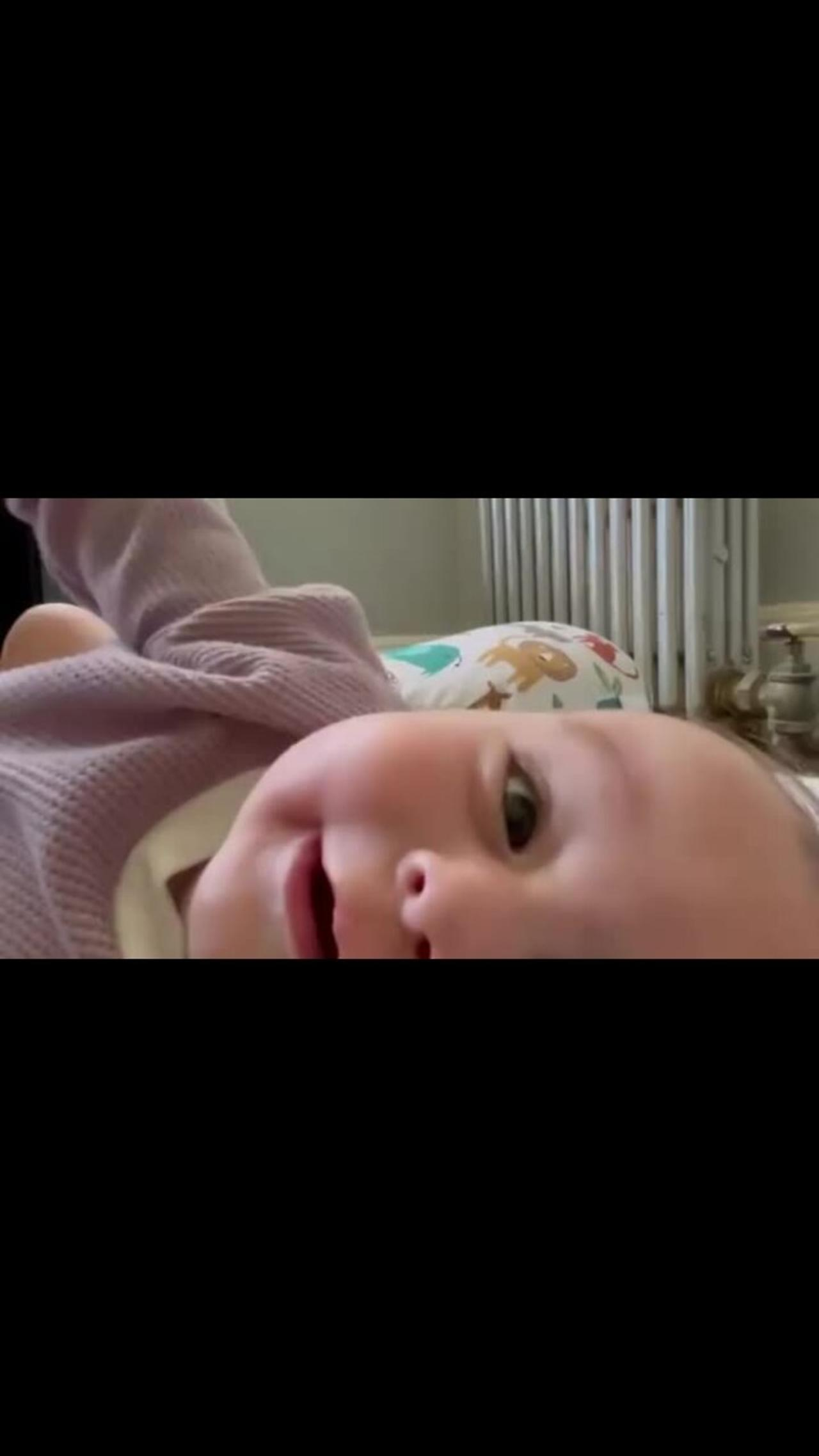 5-month-old baby clearly says 'I love you'