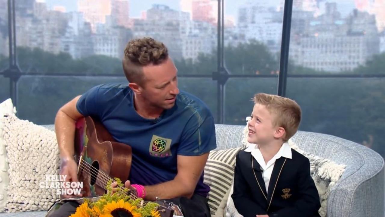 Kelly Clarkson's son interrupts Coldplay singer for nature call