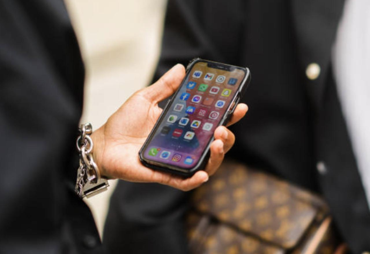 Apple Issues Urgent iPhone Update Due to Spyware Vulnerability