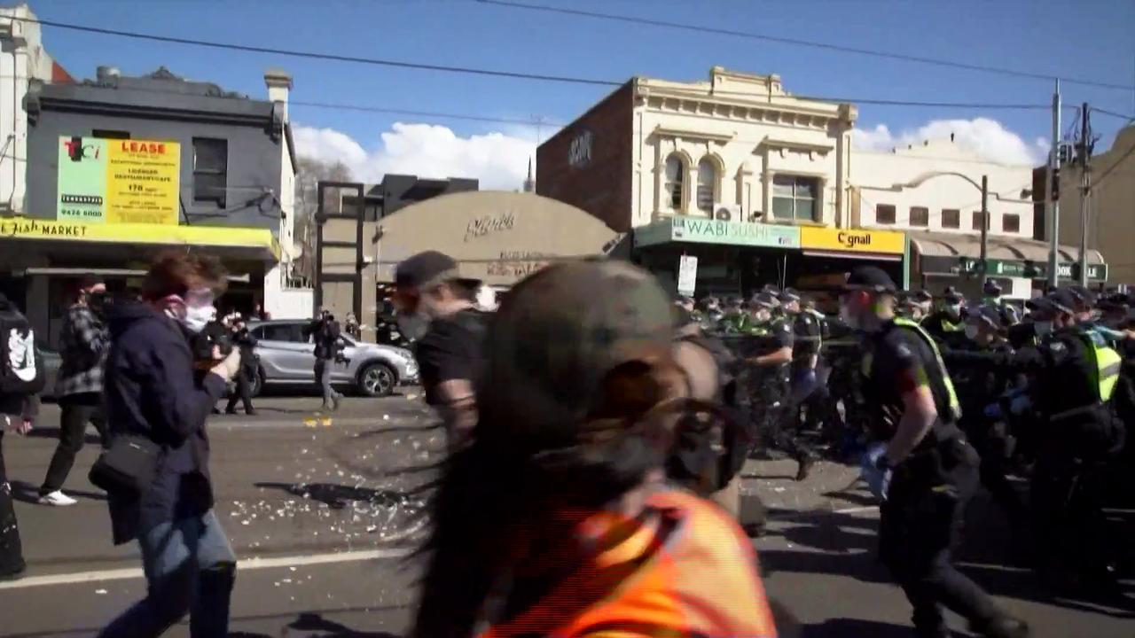 Pepper spray used on anti-lockdown protesters in Melbourne