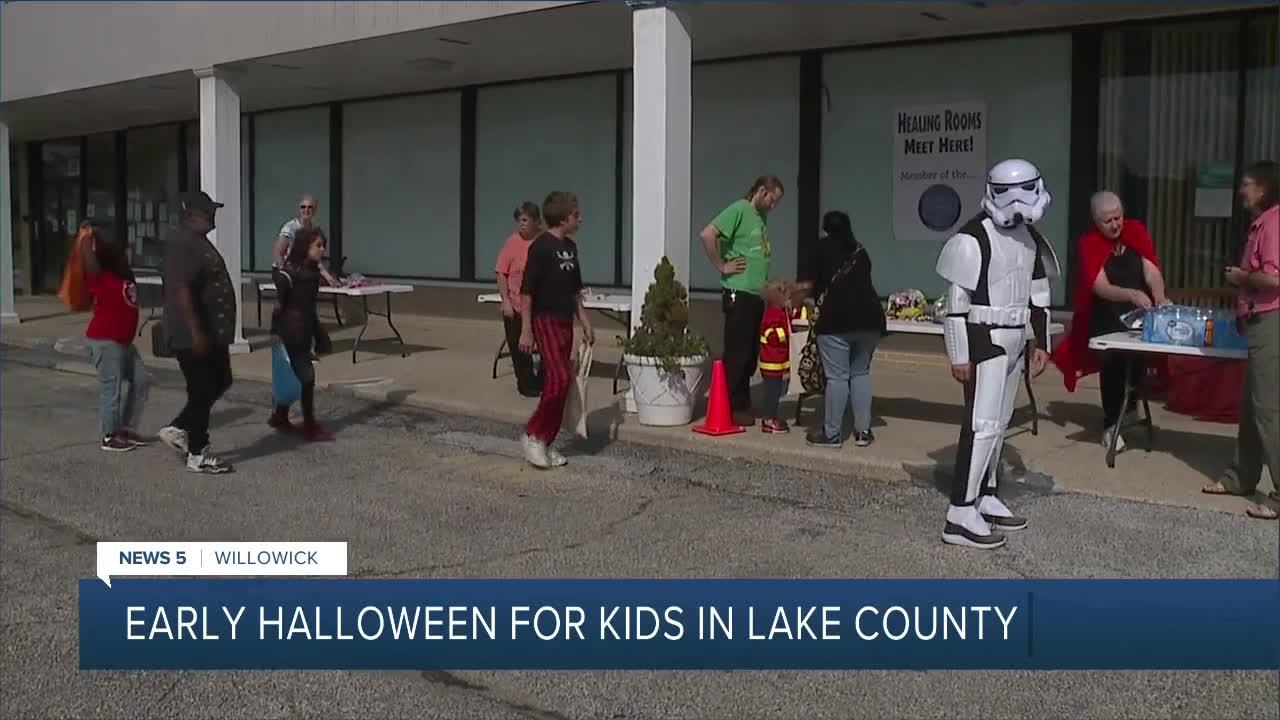 Willow Praise Church holds trick or treat event to provide lunch for children