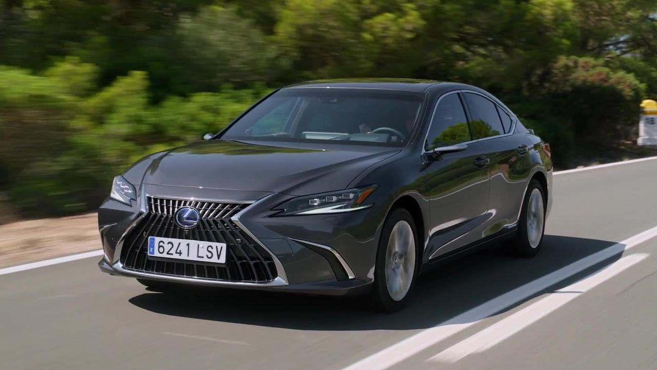 2021 Lexus ES 300h Driving Video