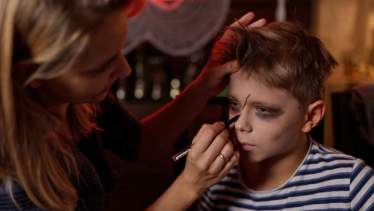 Choose Your Halloween Face Paint Wisely to Avoid Haunting Skin Irritation