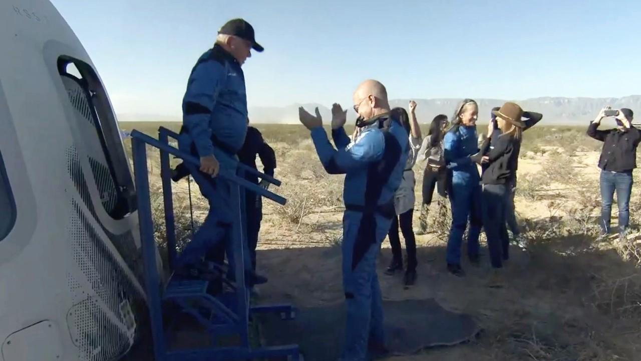 Shatner, Blue Origin crew blasts off into space