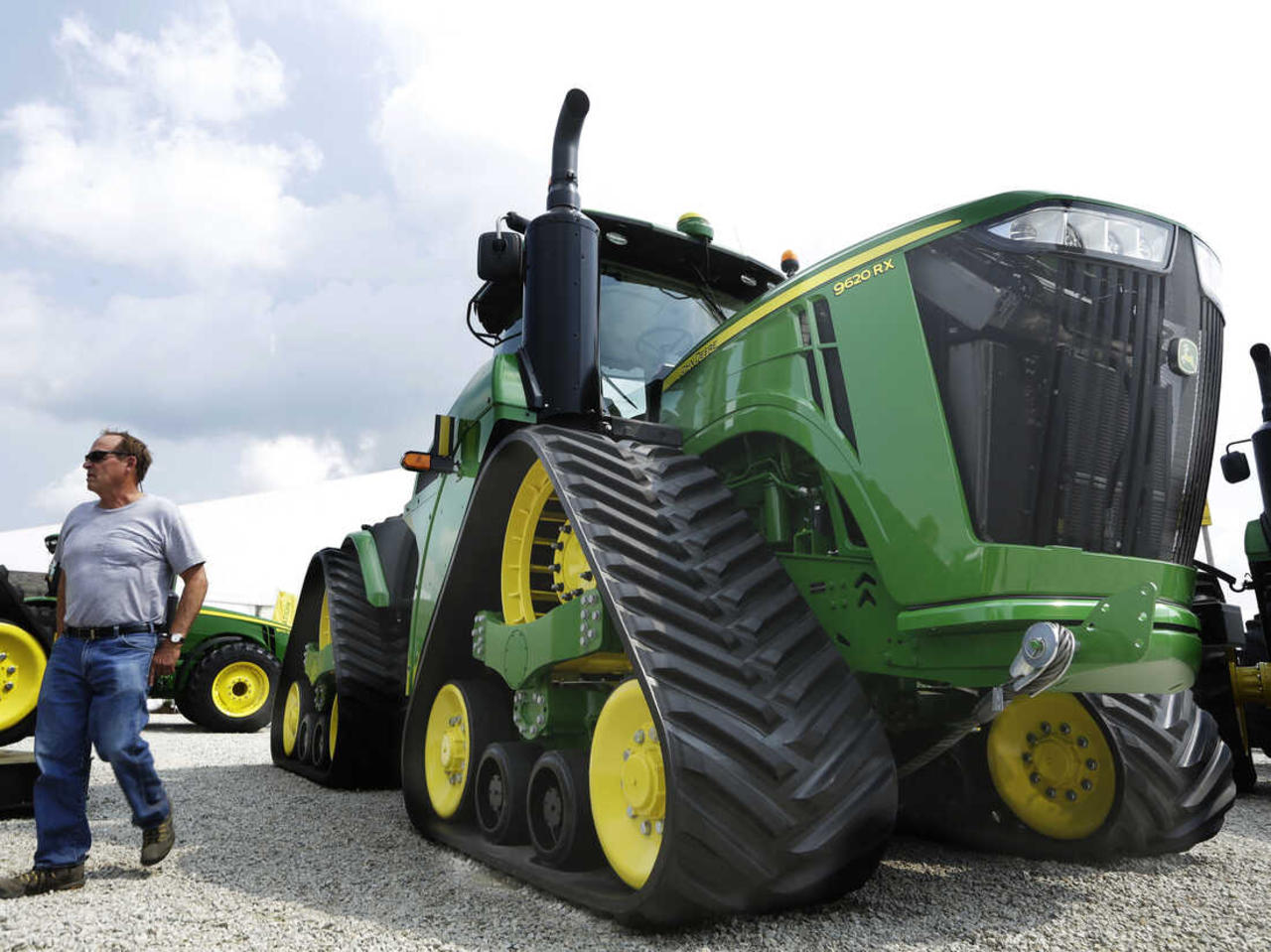 Over 10,000 Deere & Co. Workers Go on Strike After Failed UAW Deal