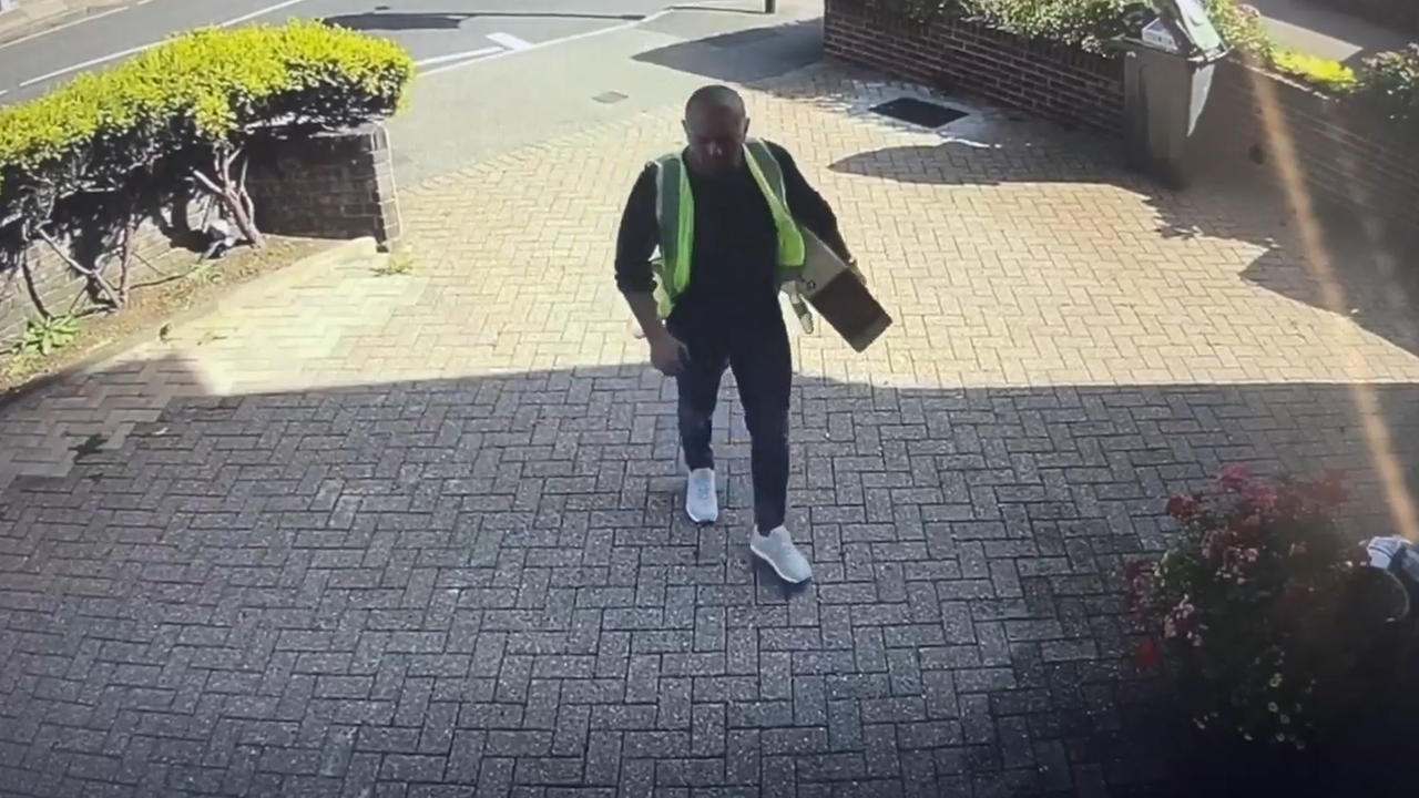 Bogus delivery driver assaults and robs three woman