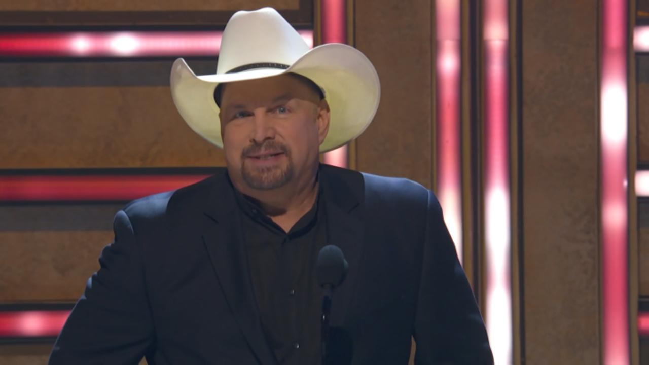 Garth Brooks Honours Legend Randy Travis
